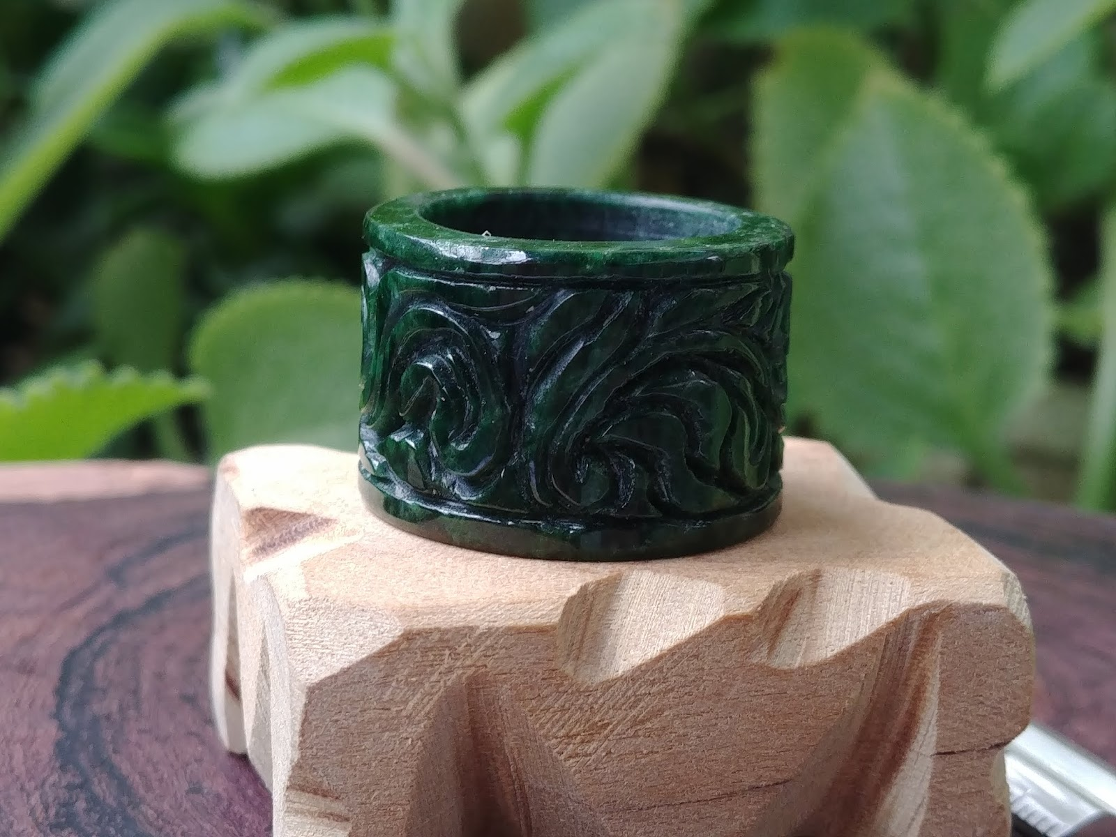 Nhẫn Càn Long Natural Jade, nghệ nhân Sài Gòn làm tay thiên nhiên không xử lý