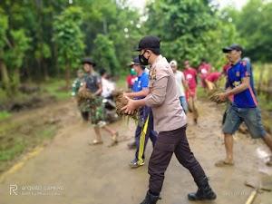Peduli lingkungan, Polsek Kangayan Bersama Unsur Muspika Lakukan Kerja Bakti