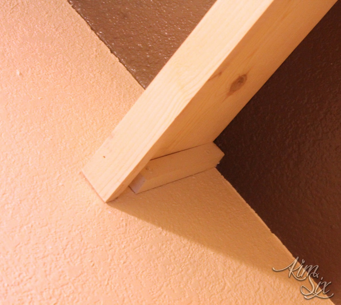 Sidewall support on floating shelves