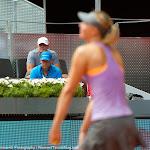 Sven Groenveld watches Maria Sharapova