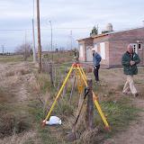 Agrimensor trabajando en los terrenos (los primeros y los nuevos)