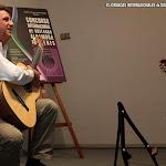 El concertista Javier García Moreno con una guitarra de Donatella Salvato.