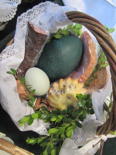 Błogoslawienie pokarmów w kościele MOQ, Norcross. Ks. Piotr Nowacki. zdjęcia E. Gürtler-Krawczyńska - 002.jpg