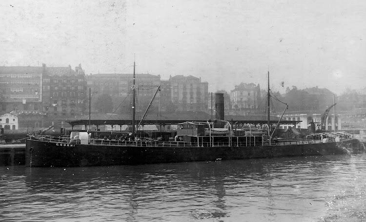 Espectacular foto del C. SORNI a la carga en un puerto ingles indeterminado, probablemente Bristol. Colección Jaume Cifre Sanchez. Nuestro agradecimiento.jpg