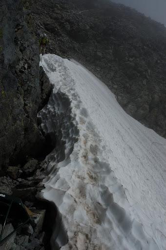 最後の雪渓の登り