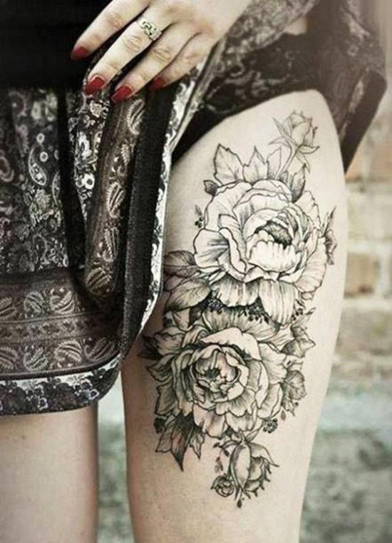 preto_temtica_floral_coxa_tatuagem