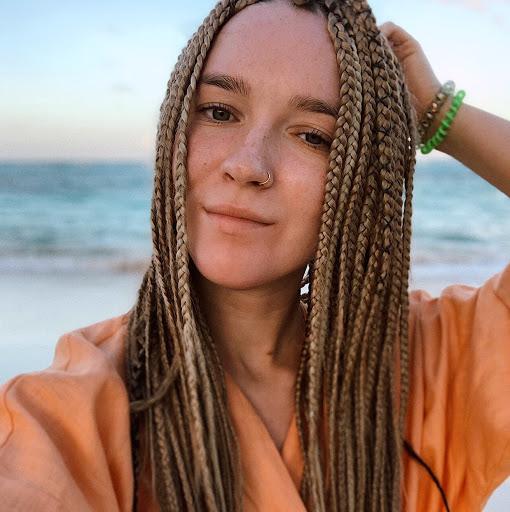 Liza Lakhvich picture