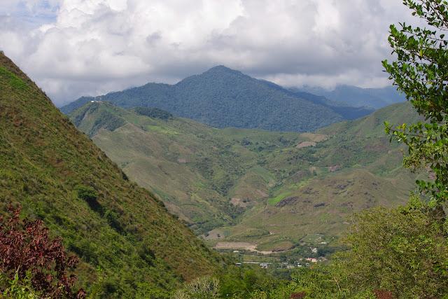 La Vallée du Rio Guallupe et celle du Rio Mira à El Limonal (Imbabura, Équateur), 2 décembre 2013. Photo : J.-M. Gayman