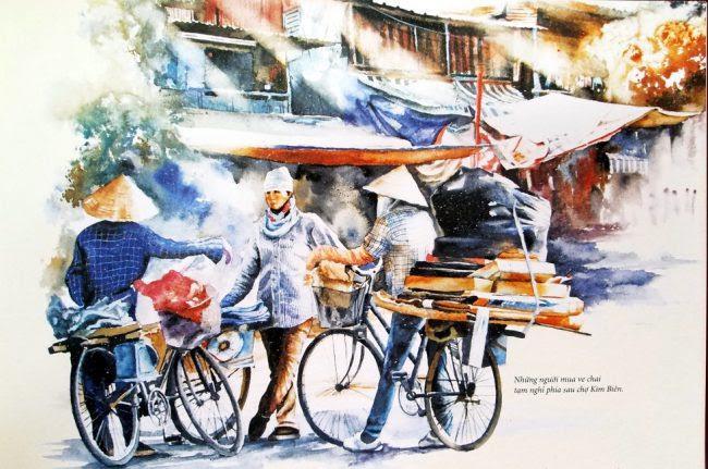 Những người phụ nữ mua ve chai đứng nghỉ chân sau chợ Kim Biên