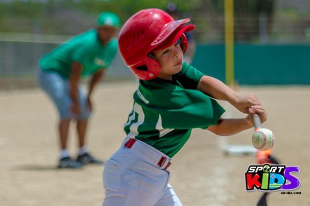 Juni 28, 2015. Baseball Kids 5-6 aña. Hurricans vs White Shark. 2-1. - basball%2BHurricanes%2Bvs%2BWhite%2BShark%2B2-1-62.jpg