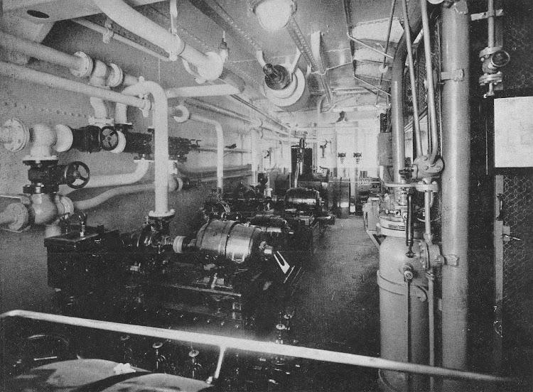 12- CIUDAD DE IBIZA. Camara de motores. Revista de Ingenieria Naval. Abril de 1934.jpg