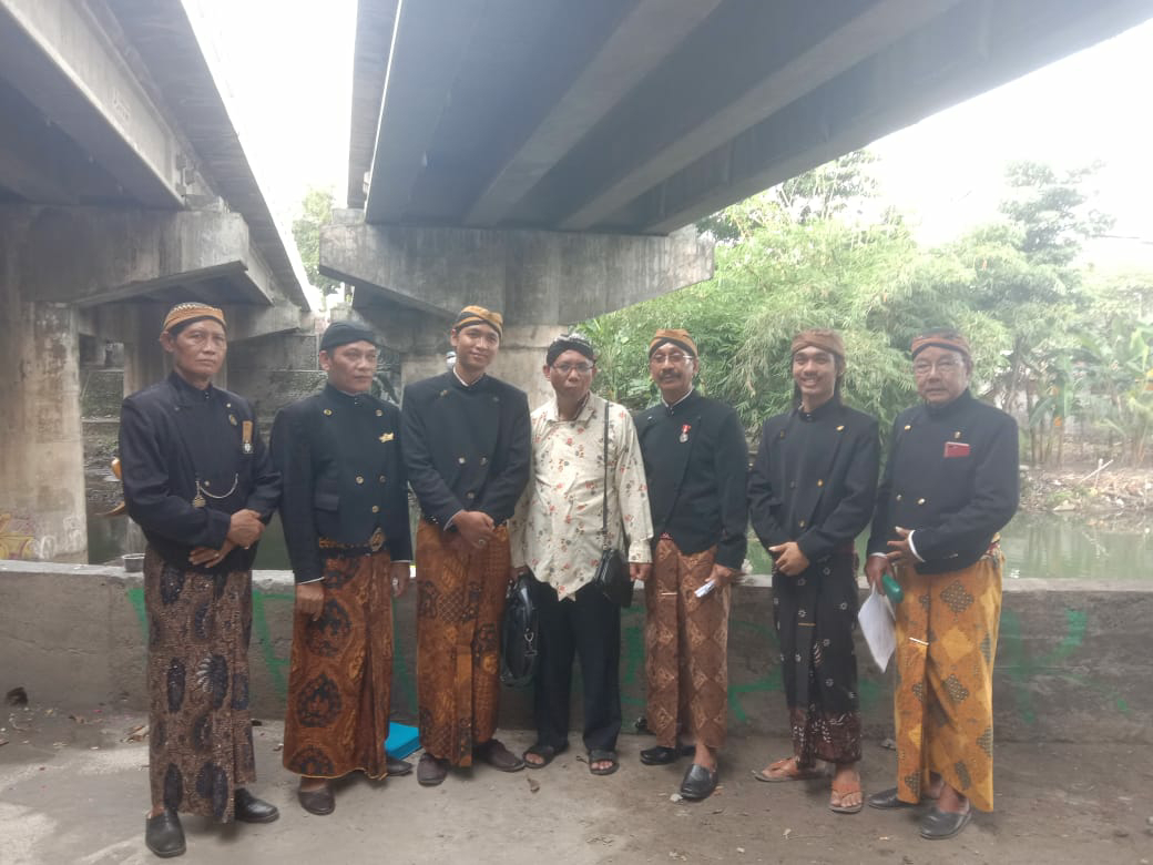 Lantunan Kidung Warawedha Awali  Paguyuban Lokantara Ritual Tolak Balak Virus Corona di Kali Opak Prambanan