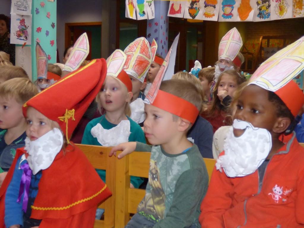 Sinterklaas op bezoek - P1060486.JPG