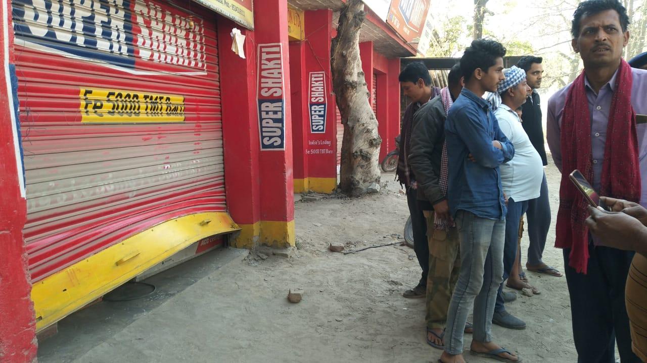 नवादा पुलिस को चोरों की चुनौती, एक रात में पांच दुकानों से लाखों की हुई चोरी