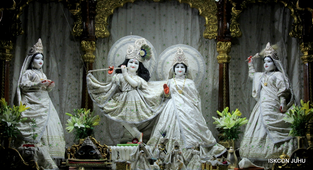 ISKCON Juhu Mangal Deity Darshan on 21st Oct 2016 (20)