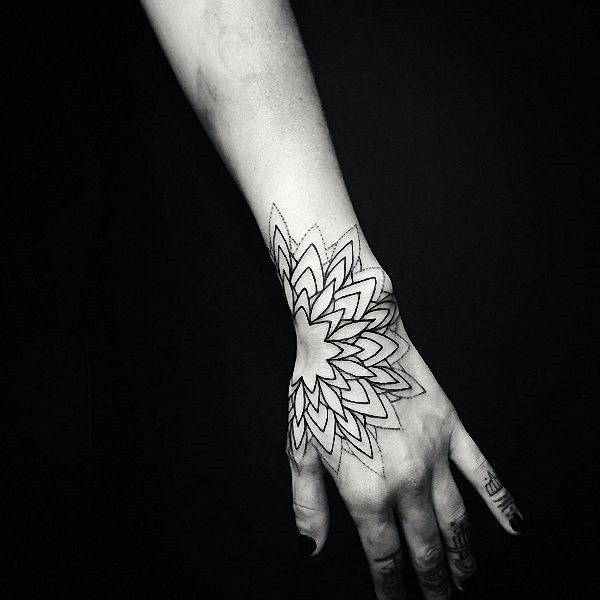 este_minimalista_tatuagem_de_mandala