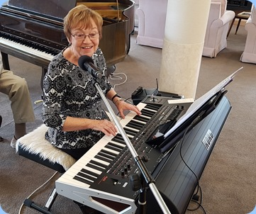 Diane Lyons playing a Korg Pa4X and singing along