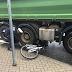 Erkelenz: Fahrrad unter LKW