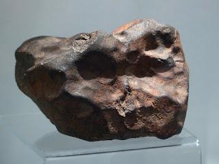 Asteroid menabrak indonesia