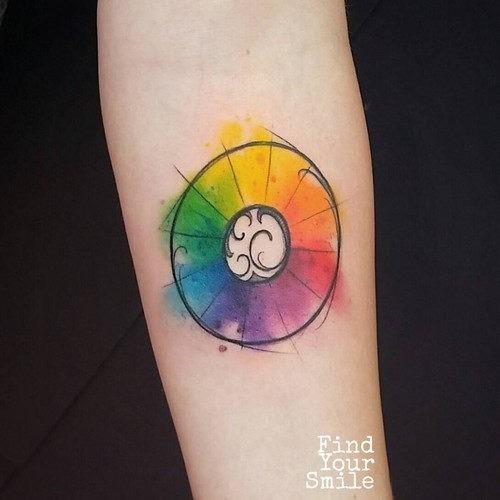 este_elegante_roda_da_cor_da_tatuagem