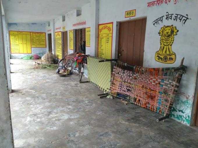 करनैलगंज -प्राथमिक विद्यालय बना बंजर आवास व पशु पालन केंद्र।