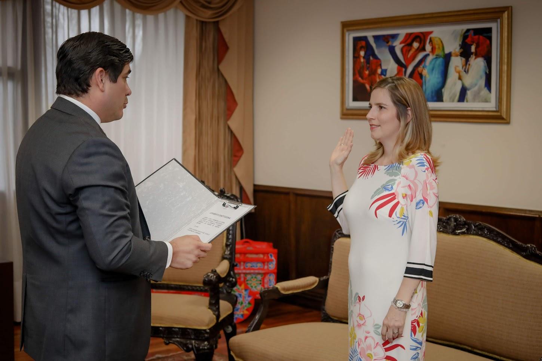 Imagen PRESIDENTE JURAMENTA NUEVA VICEMINISTRA DE JUSTICIA Y PAZ