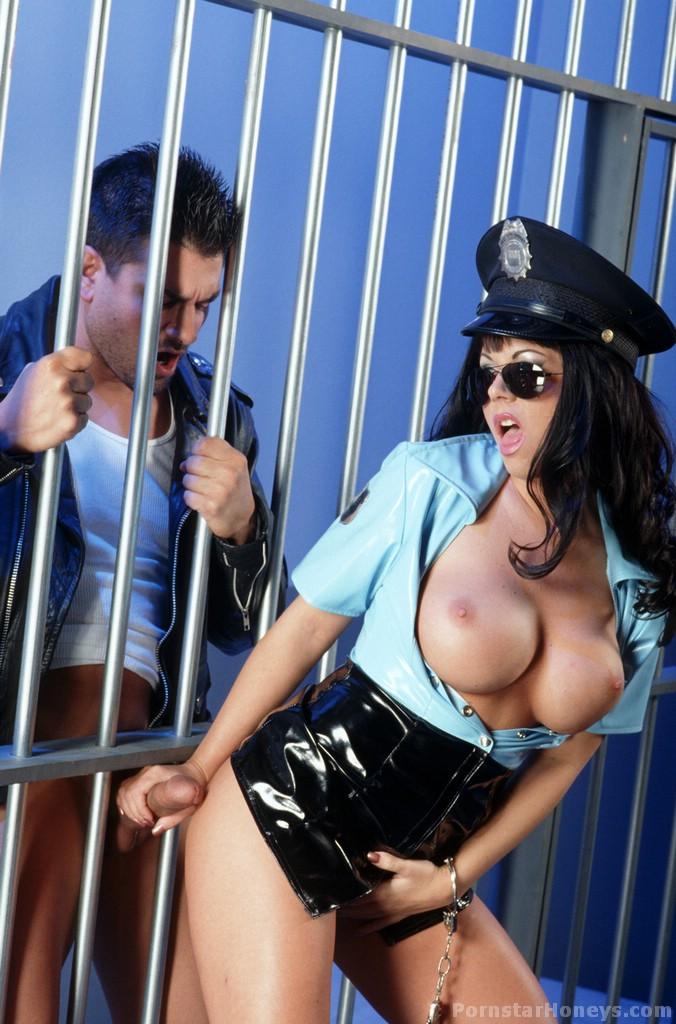 FotosNua.Com presidiario comendo a buceta da policial sheila