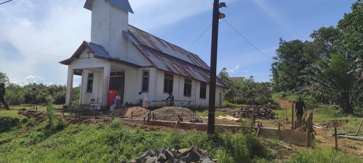 Warga Gembira, Pembangunan Pagar Gereja TMMD Capai 35 Persen.