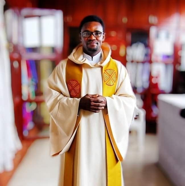 """""""The world is obsessed with sex and women's nakedness"""" - Nigerian Catholic priest says Silhouette Challenge is immoral and pornographic"""