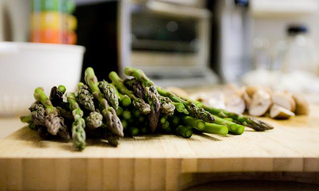 dinner prep {asparagus}