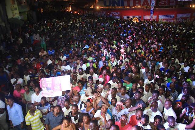 Le candidat la pr sidence jovenel mo se en campagne for Canape vert port au prince haiti