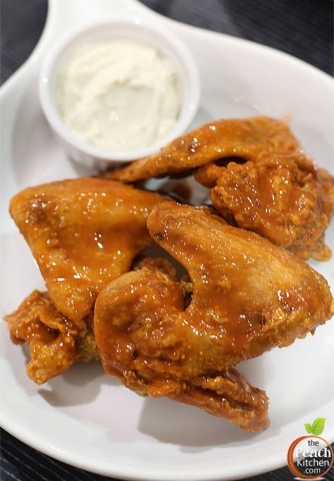 Size Matters Sausage Burgers: Buffalo Chicken Wings | www.thepeachkitchen.com