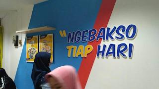 """""""Ngebakso tiap hari"""", tagline dari Bakso Bensu"""