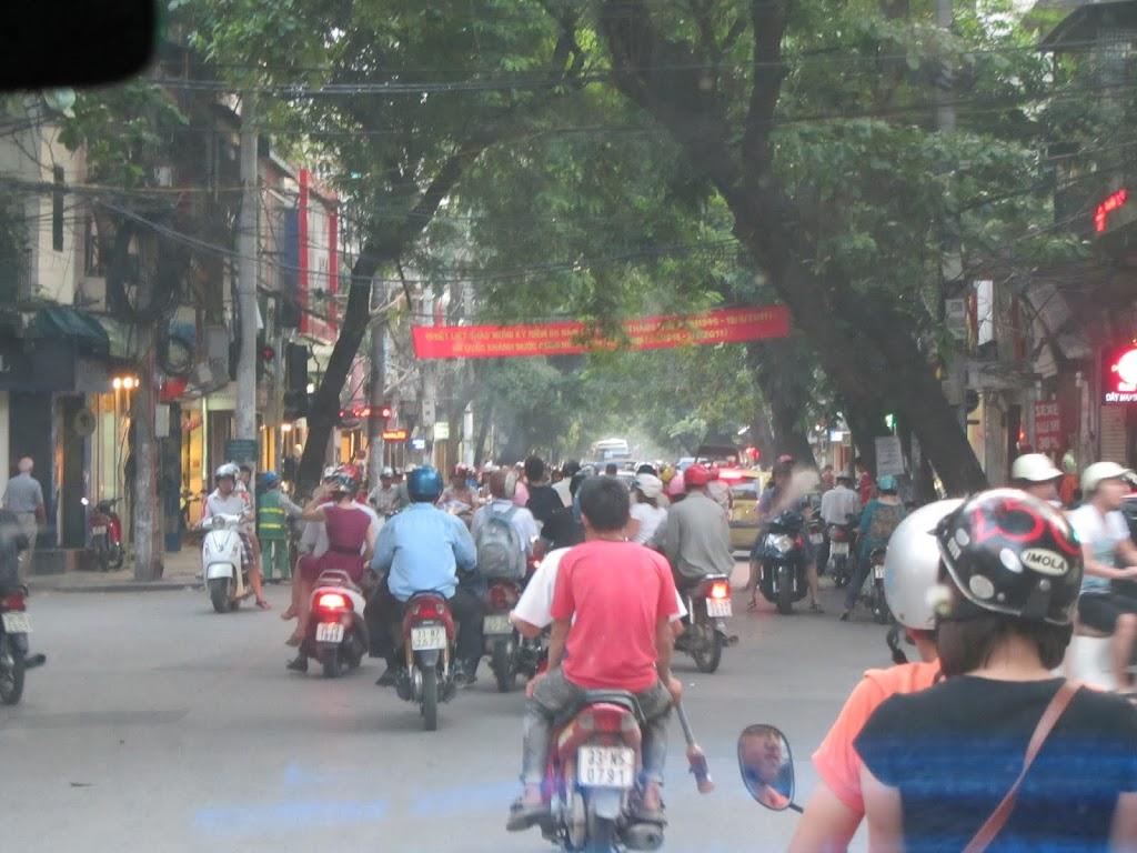 0105The_Streets_of_Hanoi