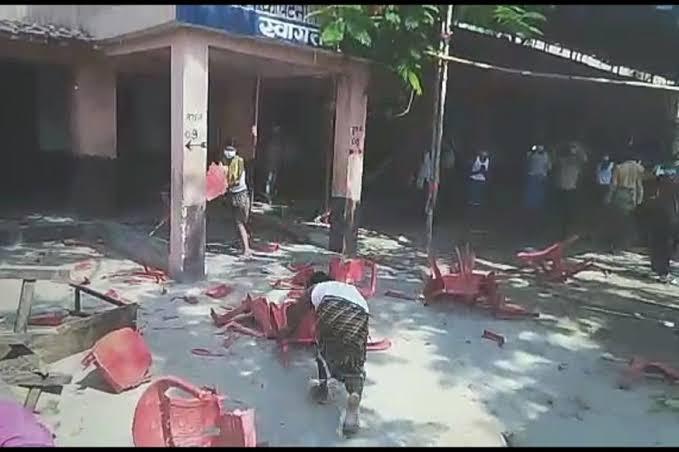 पटना के क्वारेंटीन सेंटर में तोड़फोड़, मिनरल वाटर के लिए पटक-पटक कर तोड़ डाली कुर्सियां और फर्नीचर