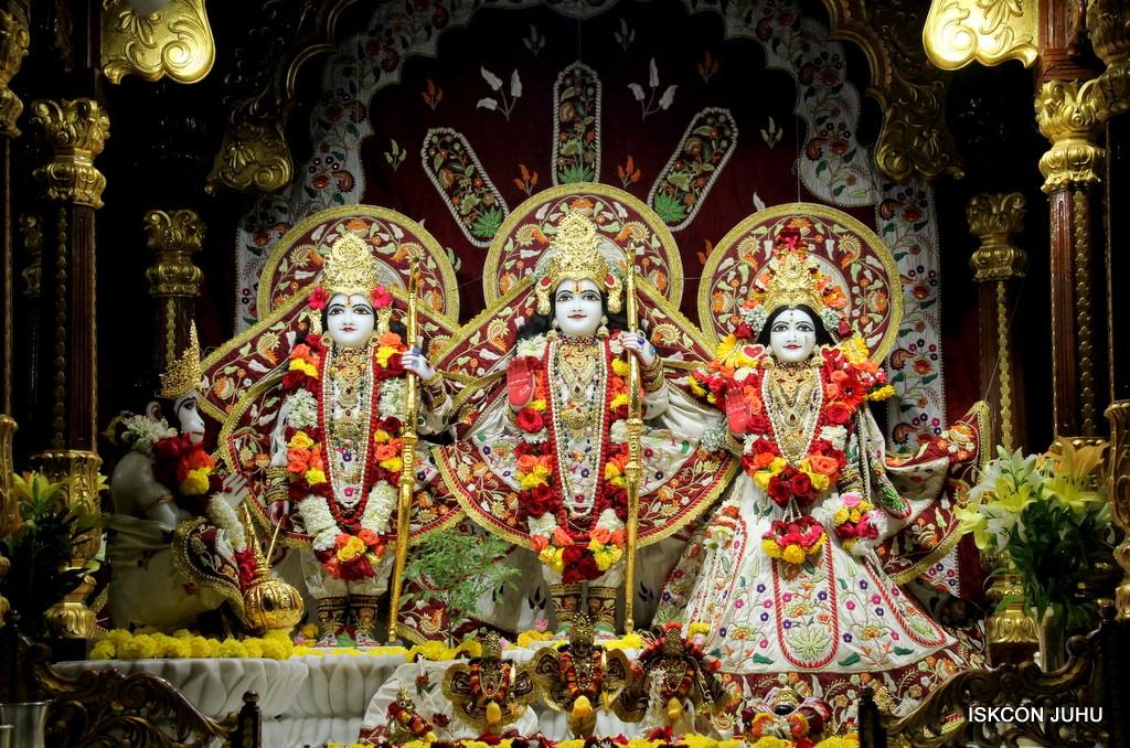 ISKCON Juhu Sringar Deity Darshan on 2nd Jan 2017 (21)