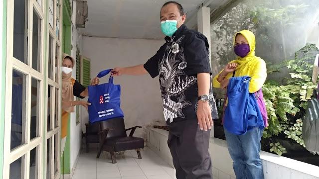 Anggota DPRD Jabar Salurkan Paket Sembako Kepada Warga Desa Empang