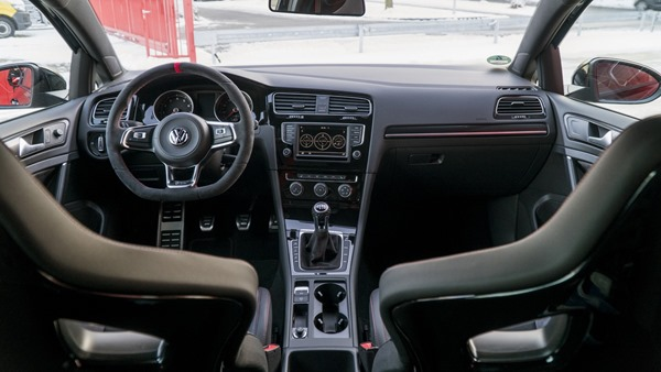 vw-golf-gti-clubsport-s-abt interior