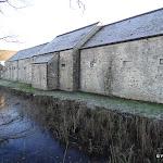 Site musée national de Port Royal des Champs : ferme et plan d'eau