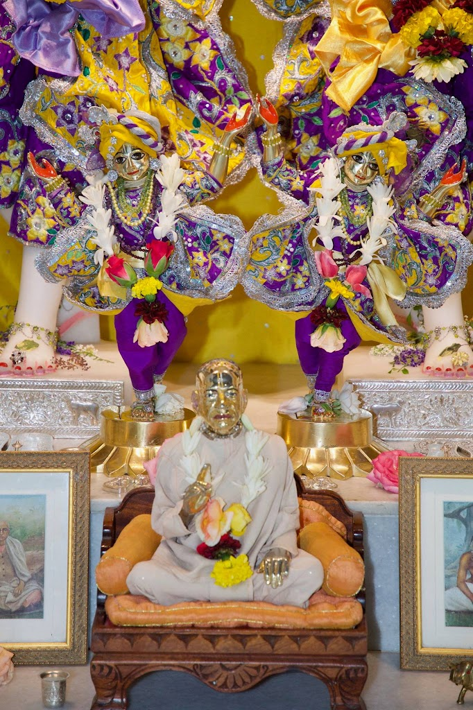 ISKCON New Govardhana Deity Darshan 22 Dec 2016 (38)