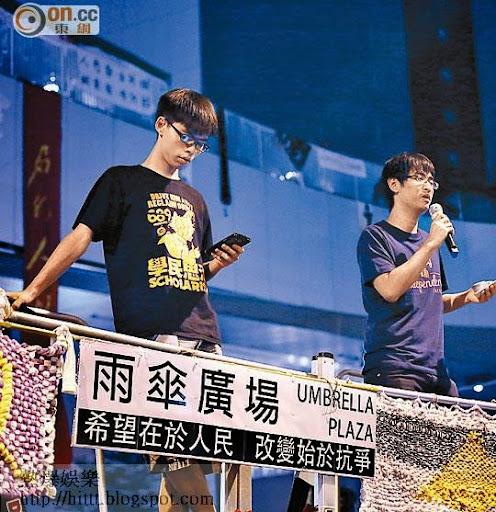 學聯周永康(右),學民黃之鋒(左)擬上京表達港人對普選的訴求。