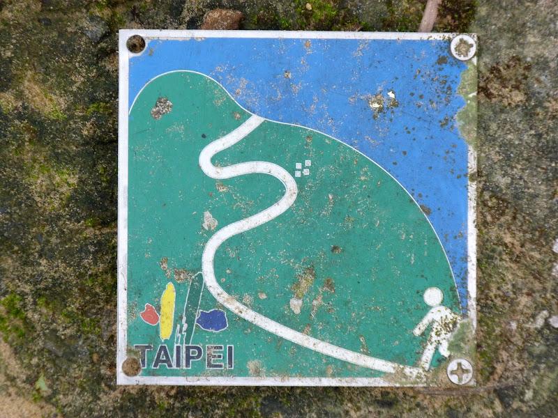 Taipei. Si Shou shan, en plein coeur de Taipei. Accès par un autre chemin moins emprunté. - P1240889.JPG