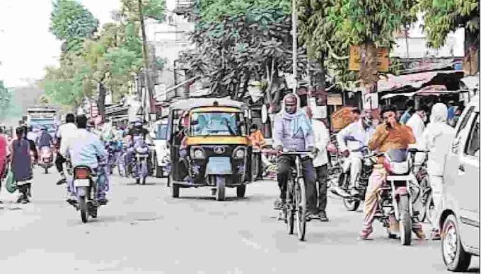 चौरीचौरा क्षेत्र में कई जगहों पर लॉकडाउन की उड़ाई जा रही धज्जी