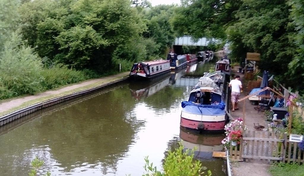 [2+moored+at+kingswood+junction%5B5%5D]