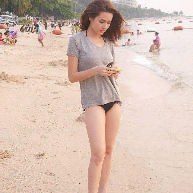 Maria Ozawa kín đáo trên bãi biển