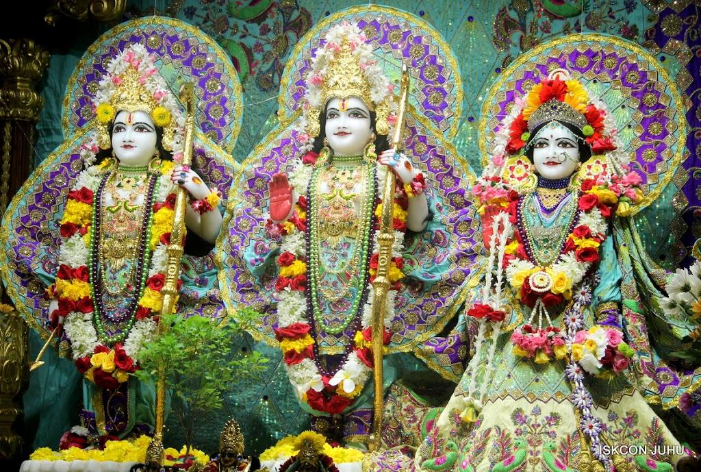 ISKCON Juhu Sringar Deity Darshan on 24th July 2016 (37)
