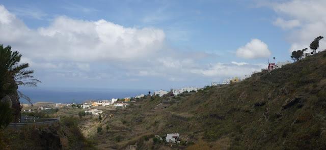 Ein Tal neben der Straße nach Moya.