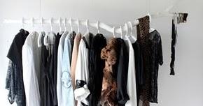who is a diy kleiderstange aus holz. Black Bedroom Furniture Sets. Home Design Ideas