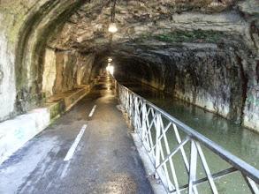Photo: Tunnel cyclable sous la citadelle de Besançon
