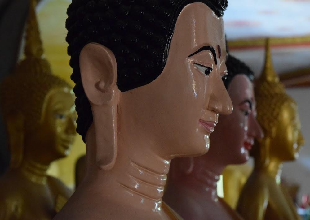 Buddhist statues at Wat Sayaphum